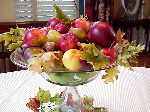 The magic of a thanksgiving dinner table centerpiece